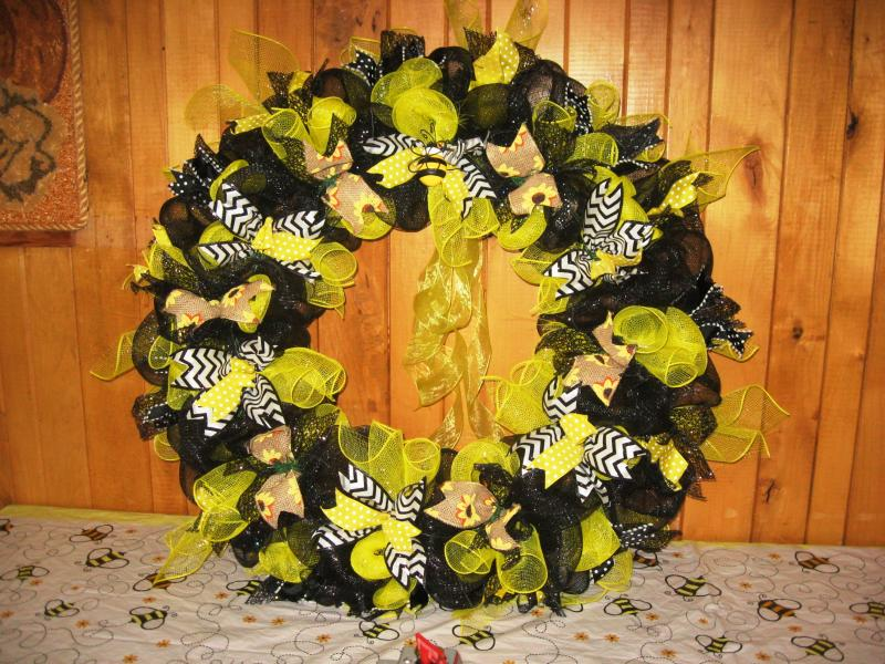 Bee Wreath by Tammy Nelson