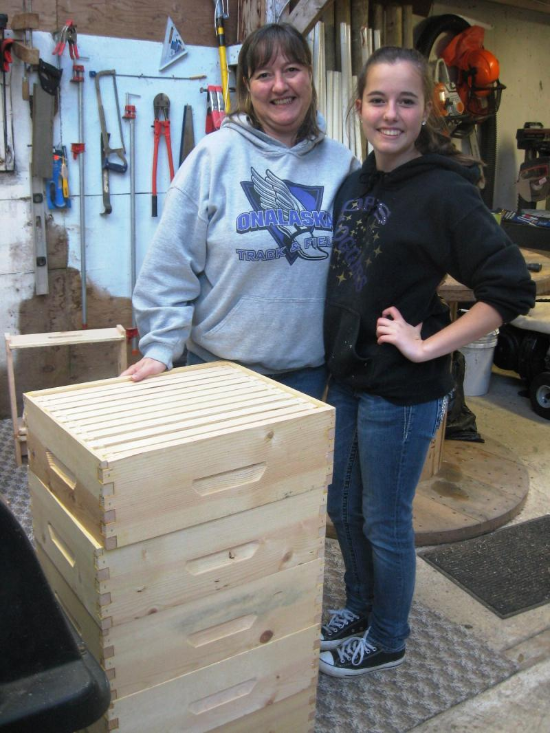 LCBA 2015 Youth in Beekeeping Scholarship student Jana with mom Janelle and 5 hi