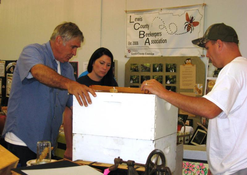LCBA Membership Coordinator Steve Howard explains Langstroth hive components
